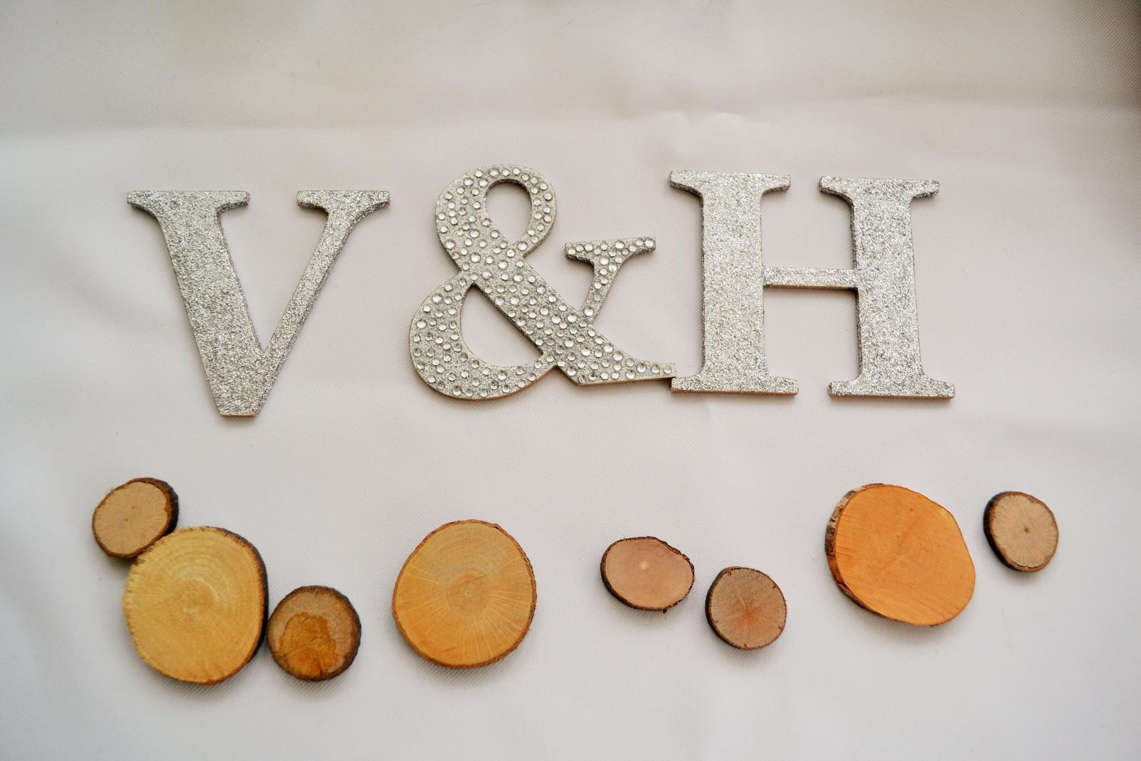 Co máme na naši svatbičku - písmenka na dort, příjde k nim přilepit ještě špejlka