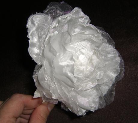 Snehovo biela  pivonka do vlasov, na šaty atď. - Obrázok č. 1