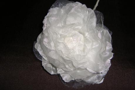 Snehovo biela  pivonka do vlasov, na šaty atď. - Obrázok č. 2