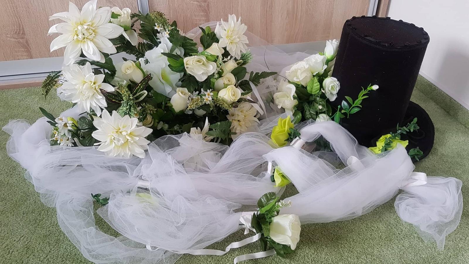 Klobouk a květina na svatební auto - Obrázek č. 3