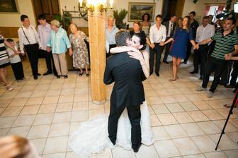 Novomanželský tanec http://www.youtube.com/watch?v=zulYgOFJaBY