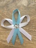 Bielo modre svadobne pierka,