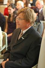 Má tatínek při obřadu