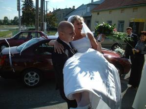 Přenesení nevěsty přes práh