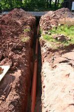 19.6.2013 položená trubka na kanalizaci a voda
