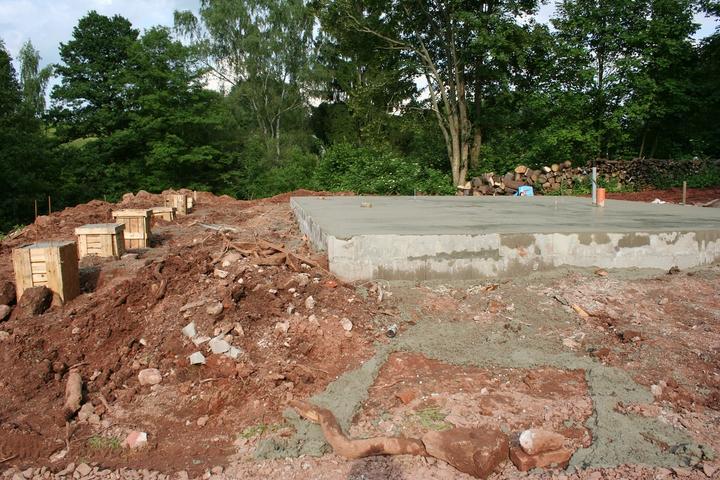 Základová deska - posledních 15 kubíků betonu