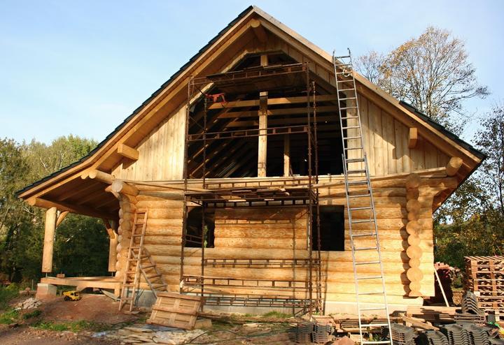 Stavba srubu - Teď jsou na řadě okna