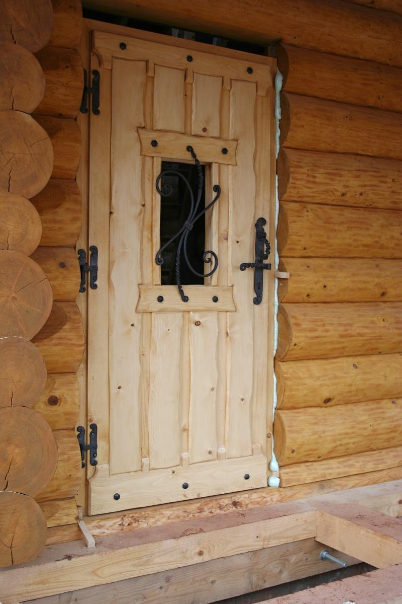 Stavba srubu - Hlavní vchodové dveře :)