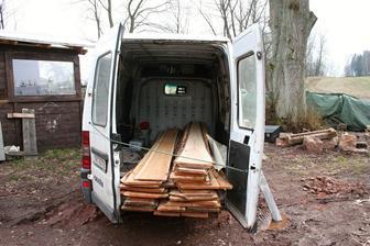 Dovezli jsme dřevo