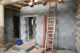 Můžeme začít dělat omítky a podlahy :)