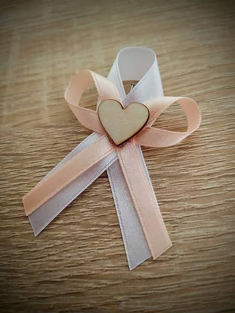 svadobné pierka s dreveným srdiečkom - Obrázok č. 1