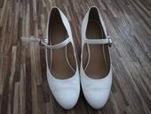 Bílé lodičky Graceland, 39