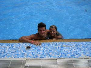 My dva v hotelovém bazénu - Tunisko 2005