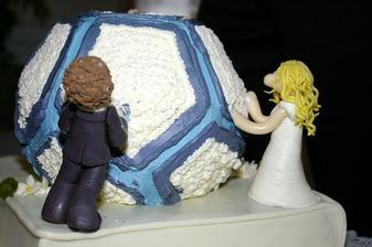 ...svatební dort ve tvaru házenkářského míče :o)