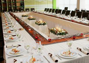 super ustavení stolů