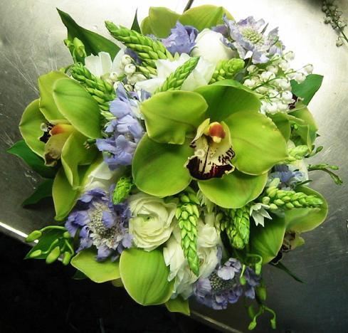 Je to este daleko ale uz premyslam ako by som to chcela na 23.maja 2009 1 diel   o:/ - take zelene orchidei chcem mat v tej kytici