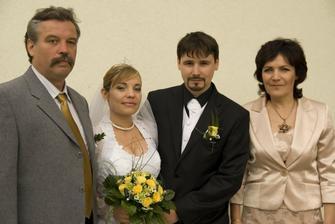 novomanželia a rodičia nevesty