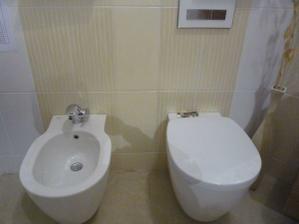 Objednané béžové obklady i dlažba, do měsíce snad bude koupelna hotová