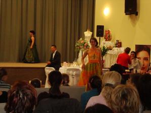 Nádherné ručne maľované šaty - Svadobný salón ĽUBICA Piešťany