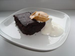 Brownies z červenej repy s horkou čokoládou