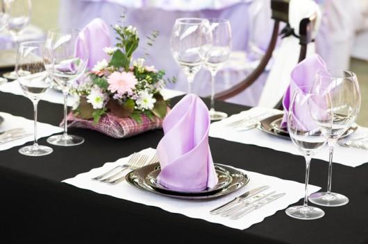 Ubrousky na svatební tabuli - - Svatební výzdoba