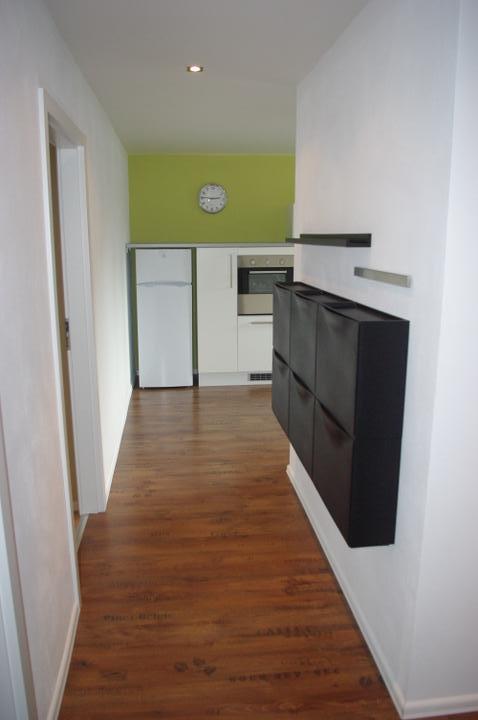 Byt - od vstupnych dveri do kuchyne