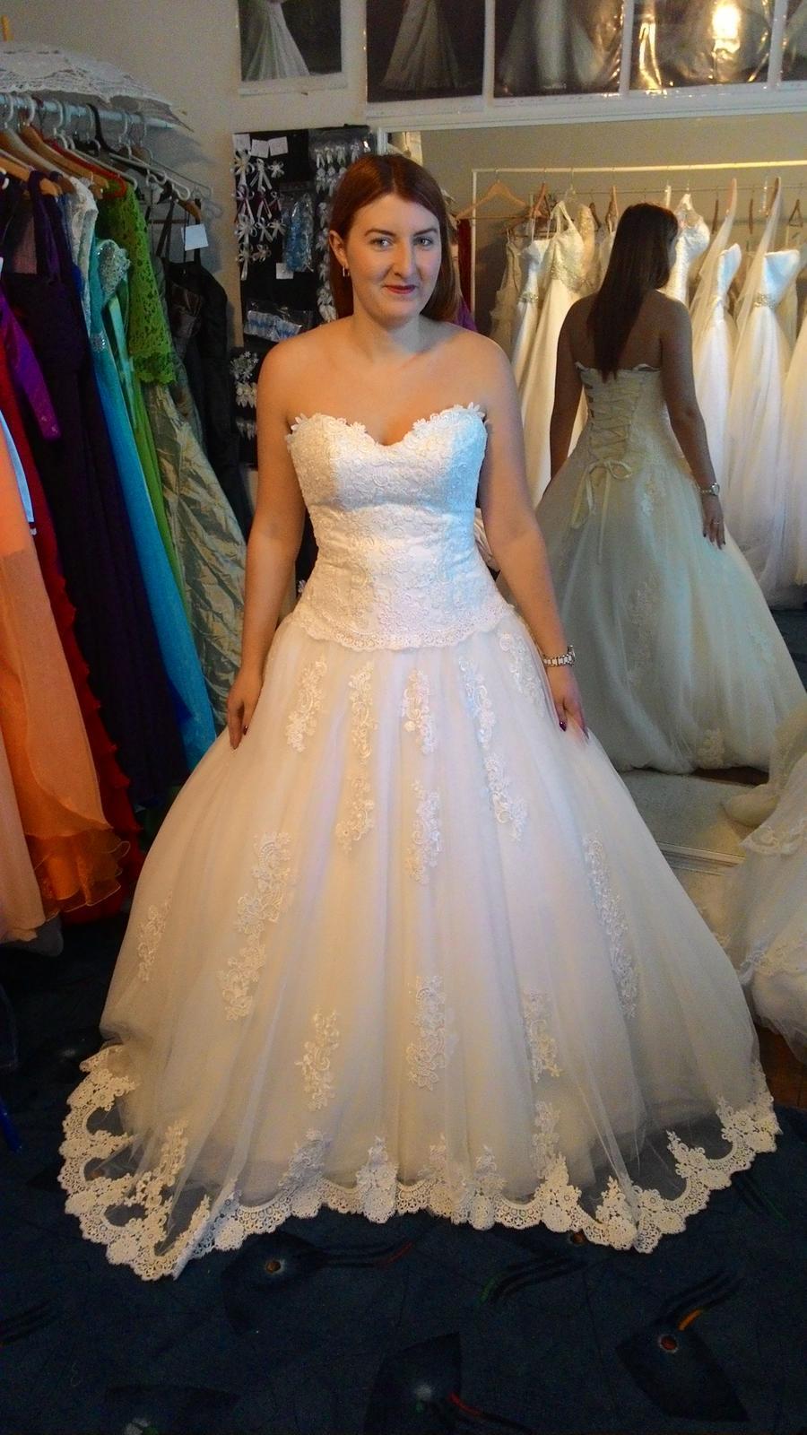 a5393bdc296c Aká je orientačná cena za požičanie svadobných šia...