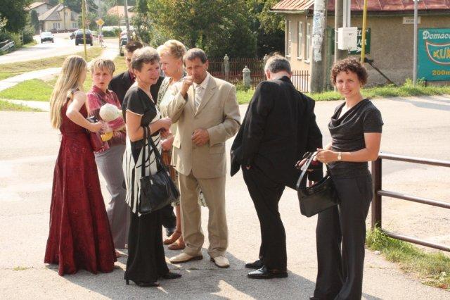 michaela{{_AND_}}miroslav - po obrade pred kostolom