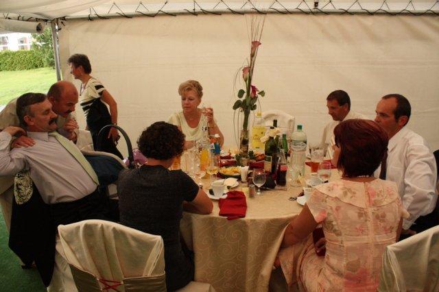 michaela{{_AND_}}miroslav - pri stole
