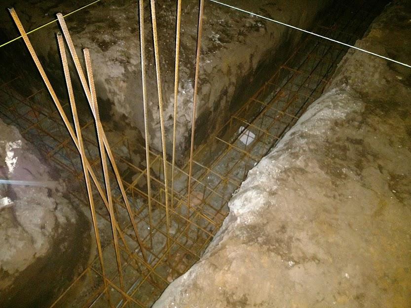 Bungalov z vápenno pieskových tvárnic(VPC) od Kalksandsteinu - Armatúra pre nosné stlpy, aby bolo možné vložiť velké presklené plochy, ktoré si vysníval pán projektant :)
