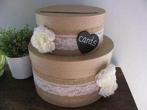 """Krabička do ktorej budú hádzať hostia kartičky """"Rady pre nevestu a ženícha"""""""