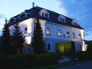 Hotel Villa Nečas :) Tu bude hostina a hneď vedľa je kaplnka kde budeme mať obrad :) ✓