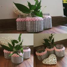 Vázičky na stôl...aj keď sa mi zdajú prezdobené ale budú tam malé kytičky ktoré aj tak z 3/4 tú vázičku zakryjú :-)