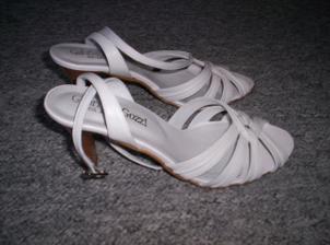 Hurá, už mám nové botičky.