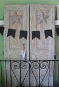 Staré masívne dvere, zrenovované, dva kusy spolu.,