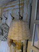Prútená stropná lampa.,