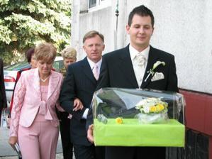 Príchod ženícha s mamuškou a tatikom