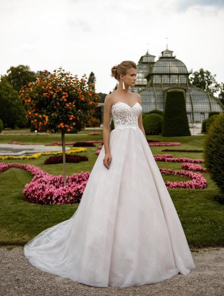 Svatební šaty - Obrázek č. 1