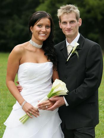 Naše svatba - nesluší mi drdoly a sepnuté vlasy, možná to vyřeším takhle, s čelenkou