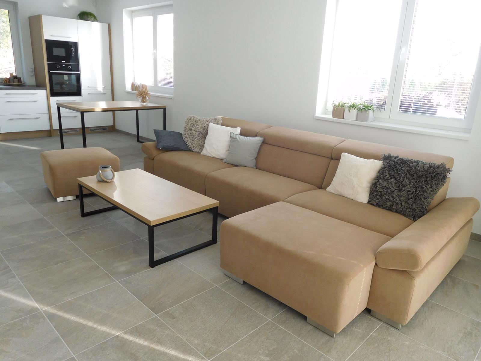 Náš nový domov - Konečně máme stoly!!!!!!