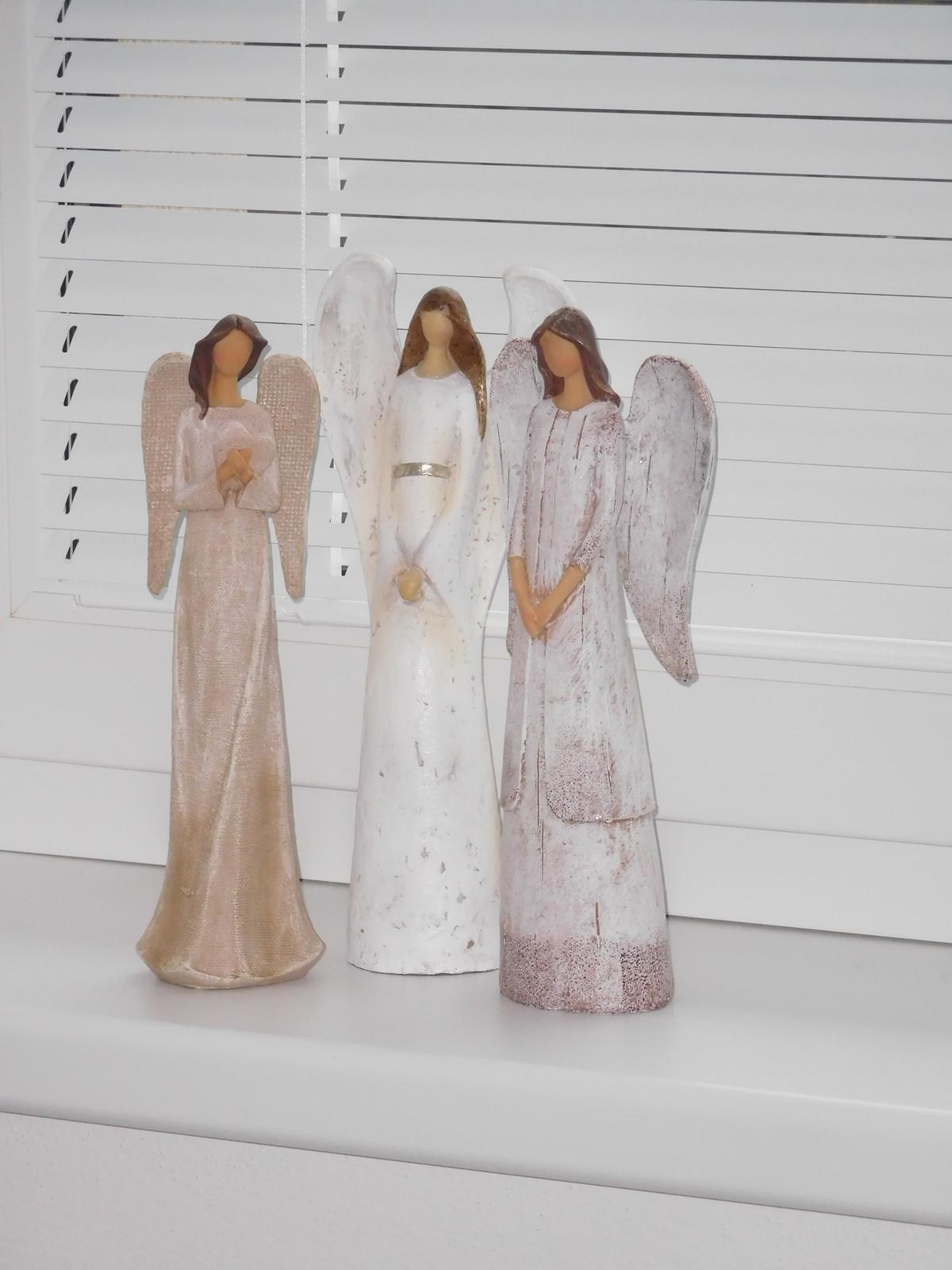 """Náš nový domov - """"Andělé, kam se podíváš..."""""""