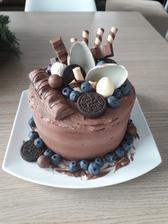 Syn má dnes narozky, tak jsem mu upekla dortík :)!!!