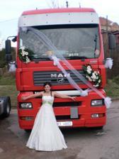 Já u svého svatebního vozu