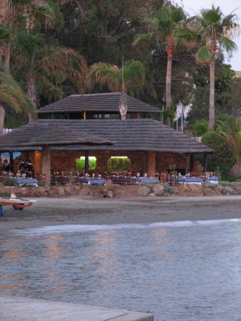 Simona Jarošová{{_AND_}}Anton Uhlár - Miesto našej svadobnej večere - reštaurácia na pláži.
