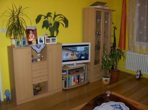 obývačka pohľad z gauča