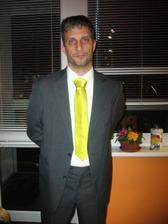 ještě chybí kapesníček ve stejné barvě jako kravata