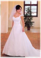 tak to jsou moje šaty ze svat. salonu IN v Kutné Hoře