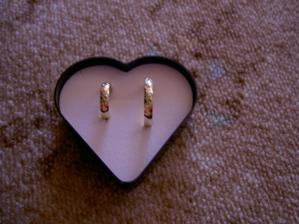 to jsou naše prstýnky:o)