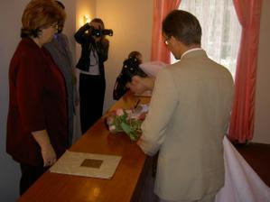 Poprvé se podepisuji Černá...