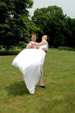 Tady je vidět,že jsem se opravdu svým svatebním dnem prosmála:o)